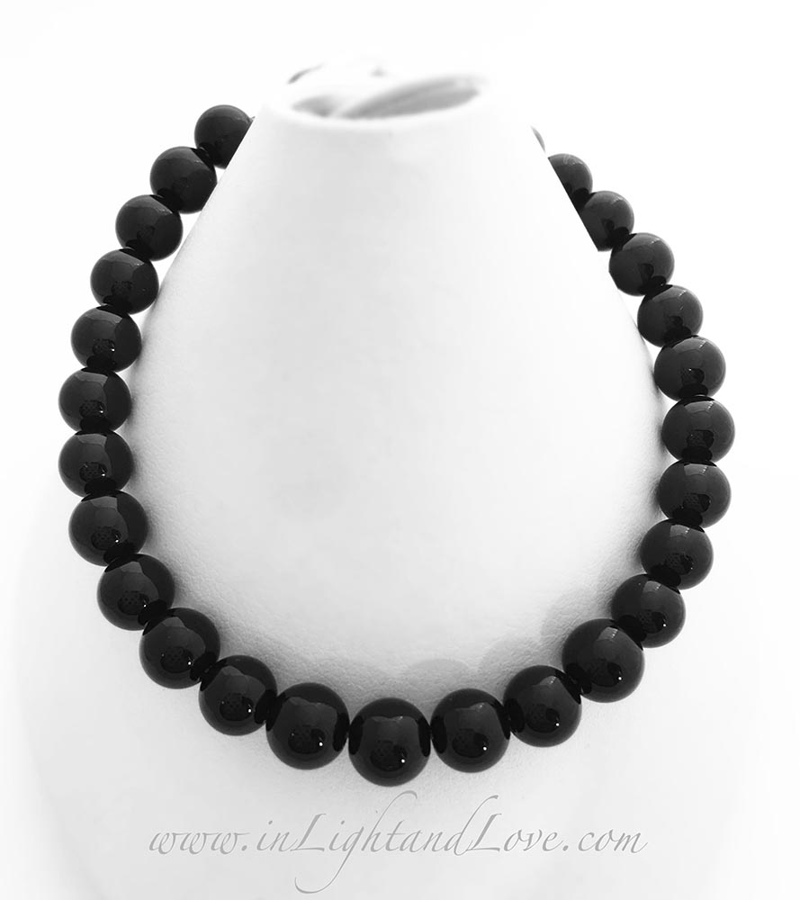 Onyx Gemstone Meaning Strength - Protection - Intuition - Self-Confidence - Balance